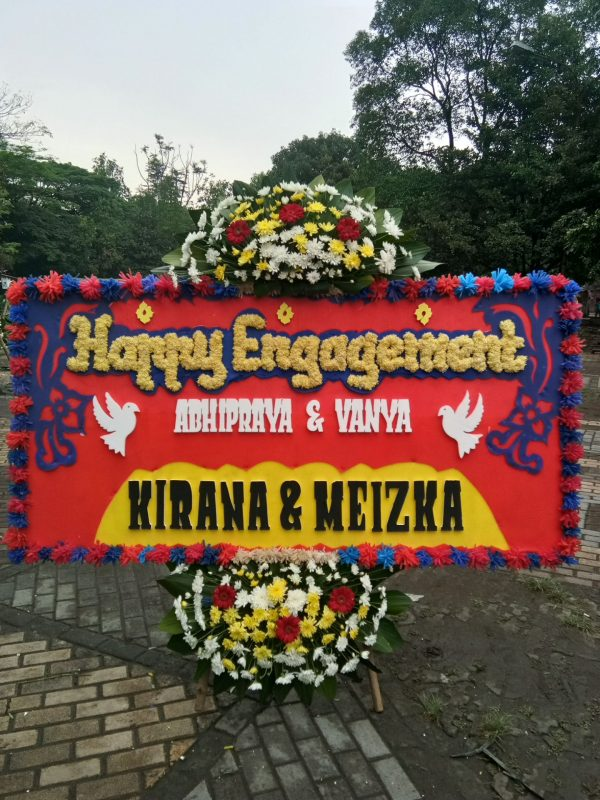Bunga Papan Happy Engagement 003